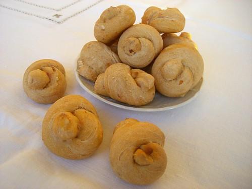 Panini con pomodori secchi e pinoli