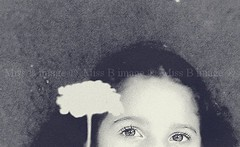 Olhar de anjo (missbodart) Tags: olhar flor olhos missb beleza criana menina inocncia suavidade