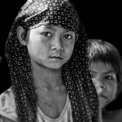 Big Sister (pearson_251) Tags: family look youth eyes nikon young tribe littlebrother laos protector bigsister hilltribe 500x500 d80 salavan bolivanplateau winner500 tadlao