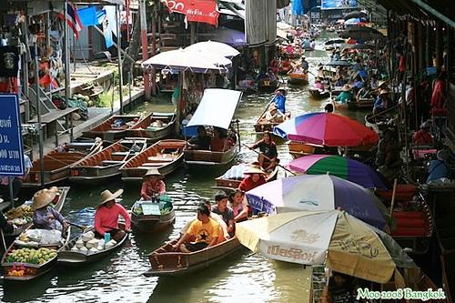 Dammnoen Saduak Floating Market-1