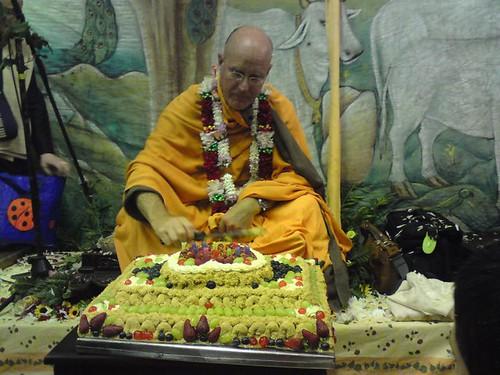 Indradyumna Swami Vyasa puja in UK 2010 -0030 por ISKCON desire  tree.
