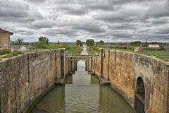 Canal de Castilla (Leonorgb) Tags: canon puente canal leo cielo campo caminodesantiago castilla palencia frómista canaldecastilla esclusacuádruple