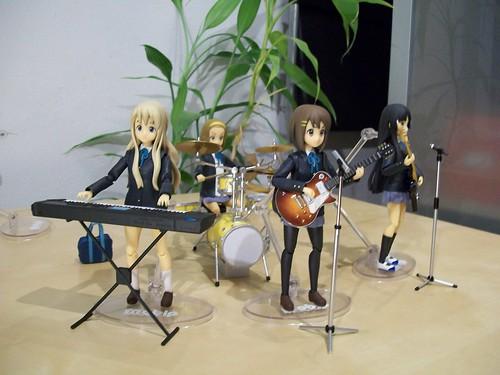 Yui, Mio, Mugi, and Ritsu together.
