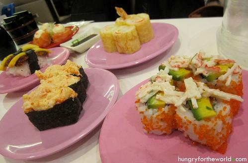 sakae sushi sg: california maki w/ avocado