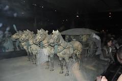 8-05 VISITE DES FOUILLES PRES DU TOMBEAU DE QIN SHI HUANG DI - XIAN - CHINE (14) (hube.marc) Tags: china de du des xian di 805 shi kina cina chine visite qin pres huang tombeau lachin pinyin  chiny kna in fouilles  kiinan qinshihuangdi  na kinija kitajska  na  qnshhungd
