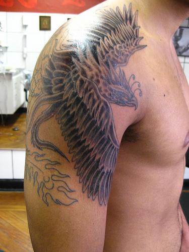 tatoo fenix masculina