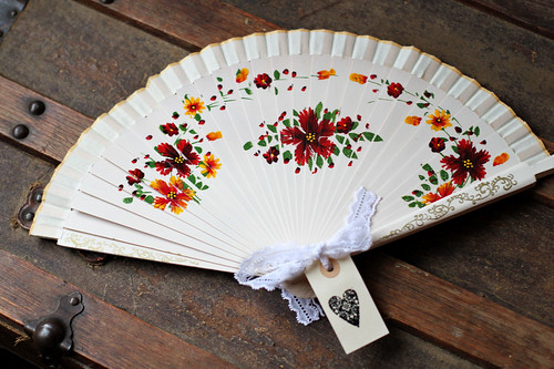 Wedding Fan Favour They would look gorgeous tied with a personalised ribbon