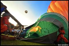 E que comece o balonismo! (Tiago De Brino) Tags: nikon balão sigma céu 1020 balonismo d90 tiagodebrino editedwithbordersandtitles