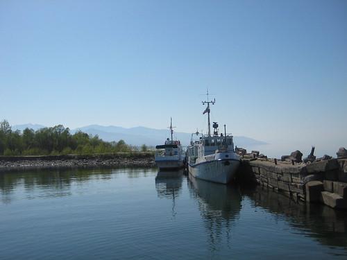 причал с катерами в Байкальске