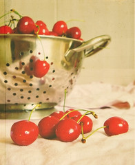 Life is just a bowl of cherries! (sma_kee) Tags: red summer texture kitchen fruits cherry cherries bowl fresh abowlofcherries vintagetones