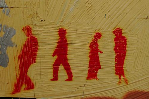 people dancing to music. People, dancing without music? Cerca de Caixa Forum, por alguna de las