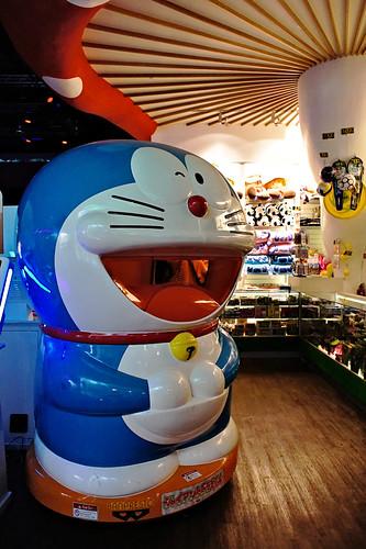 Giant Doraemon at Mushroom arcade, Iluma