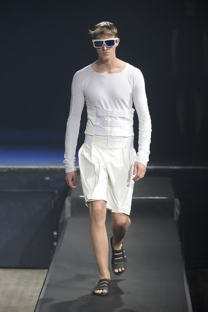 James Smith3222_SS11_Paris_Romain Kremer(lizzylily@mh)