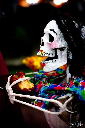 Fruta de la muerte by Alex Caballero.