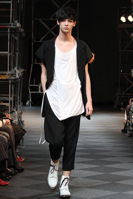 Lyden James3042_SS11_Tokyo_LIMI feu(Fashionsnap)