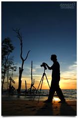 Nature's Photographer (AnNamir c[_]) Tags: sunset sun beach silhouette canon eos nikon tripod buddy malaysia 7d handheld penang silueta siluet soe 1022mm pantai senja selangor photog anglefinder d90 banting widelens maghrib leadingline matahariterbenam kelanang stunningskies decluttr annamir 100commentgroup sirmart muktasyaf bealivebetopbeseven outingpahceroh