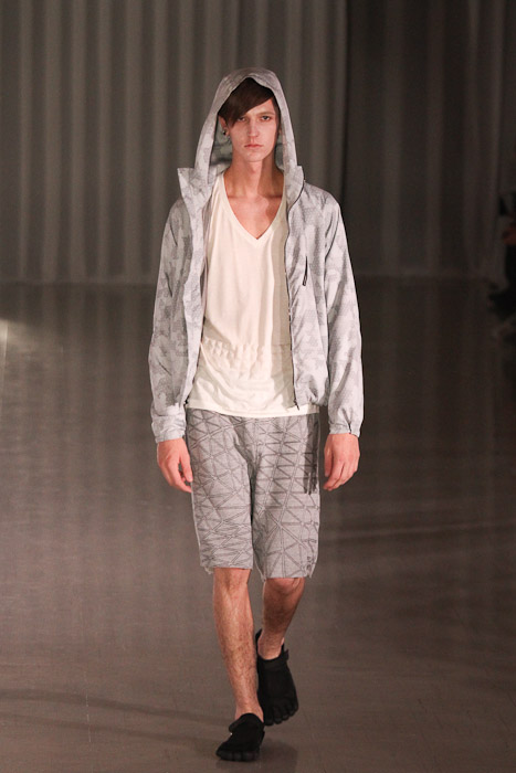 Tommy Cox3037_SS11_Tokyo_MOLFIC(Fashionsnap)