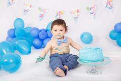 Smashcake! (Tiziana de Martino) Tags: smashcake cake blue boy happy birthday balloons papillon party first one year indoor light studio flash elinchrom