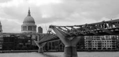 Londres bn_0054 (Joanbrebo) Tags: london cityscape pont puente bridge rio riu river thames arquitectura blancoynegro blackwhite monochrome canoneos70d eosd efs18135mmf3556is autofocus lunaphoto