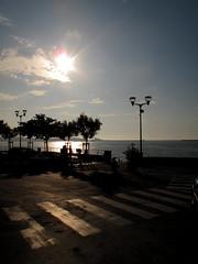 Sunset at the Beach (wolfgangp_vienna) Tags: street sea france backlight coast frankreich meer village bayonne küste gegenlicht saintjeandeluz stjeandeluz pyrénéesatlantiques marcantabrico strase kleinstadt golfvonbiskaya kantabrischesmeer