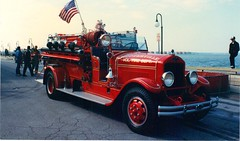 American LaFrance Restored Fire Truck at Ocean City, Maryland (bluerim) Tags: maryland firetruck atlanticocean oceancitymd americanlafrance volunteerfiredepartment hooterville 400series