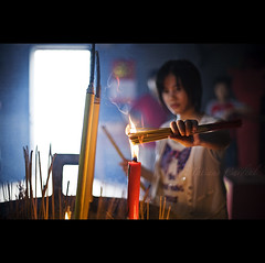 wishes - China ( Tatiana Cardeal) Tags: guangzhou china travel light portrait woman digital temple fire hope asia candle village hand respect chinese guangdong wishes superfantastique  tatianacardeal wish spiritual 2009 canton incense   hpa canto chatang  hongsheng