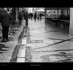 Follow the line (Maricruz Suarez - Photography ) Tags: street people portugal wet walking calle cafe shot lisboa lisbon candid lo explore adoquines suarez paviment mojada robado theunexpected inesperado mariacruz ilustrarportugal maricruzsuarez