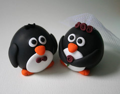 Round Penguin Wedding Cake Topper (fliepsiebieps1) Tags: wedding white black cute love penguin groom bride handmade polymerclay round caketopper custom