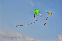 Kite flying at Pulimuttu- Munambam, Cherai. (www.senyphotography.com) Tags: sunset red people india green yellow canon eos lights kerala kites walkway kiteflying cochin f4 ernakulam cherai everning 24105l seny 450d munambam pulimuttu