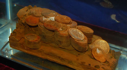 sunken-gold-coins-in-cargo-box