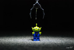 The Claw is my Master !!! (legojeff) Tags: blue green toys nikon lego toystory vert bleu claw pixar minifig catchycolor toyz d80