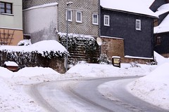 (:Linda:) Tags: street house snow texture germany village curvy thuringia vendor curve kurve schiefer kurvig brden slateshingle schneeaufstrasen