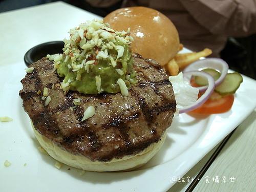 發福廚房酪梨牛肉漢堡