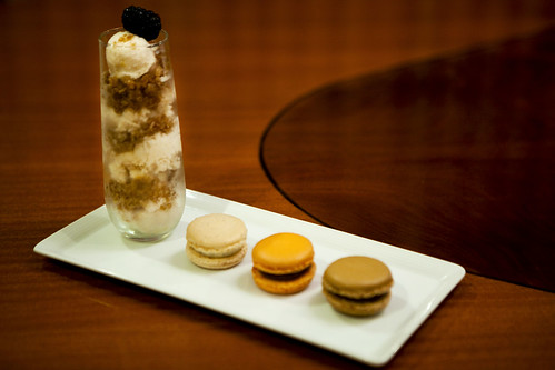 Dessert plate of the verrine and Mitzy's macarons
