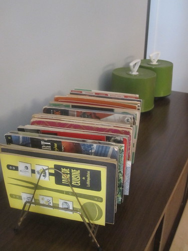 vintage cookbooks in an 45rpm rack