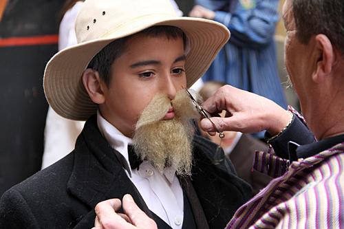 valencian-mustache