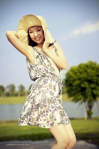 Ảnh thời trang ngoài trời - model Laura Lai