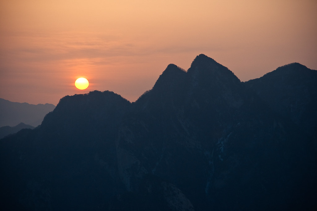 Sunrise on Hua Shan 华山