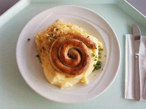 Bratwurstschnecke mit Sauerkraut