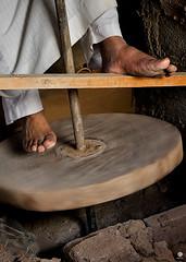 pottery-wheel (Dhowayan (Abu Yara)) Tags: pottery d90   jenadriah jnadriasaudicrafts