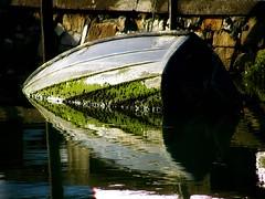 fuera de combate (florenarocena) Tags: reflections boats bateaux riflessi reflets reflejos barquitos mtrtrophyshot