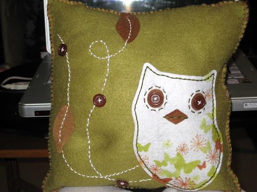 Felt owl cushion