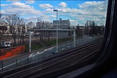 11 - 5 avril 2010 Créteil Métro Je regarde par la fenêtre... (melina1965) Tags: sky cloud clouds nikon îledefrance façades métro créteil rail ciel rails april nuage nuages avril façade 2010 valdemarne guinnessworldrecord d80 amomentoflife photoscape everywherewalks thisphotorocks métros checkoutmynewpics quantae thetravelexperience superjobs notwithoutmycamera thelargestgroupintheworld nosinmicámara