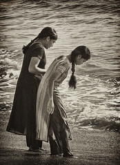 Beach - IMG 2397 (Eric.Parker) Tags: ocean girls blackandwhite bw india monochrome surf 2006 karnataka greyscale mangalore