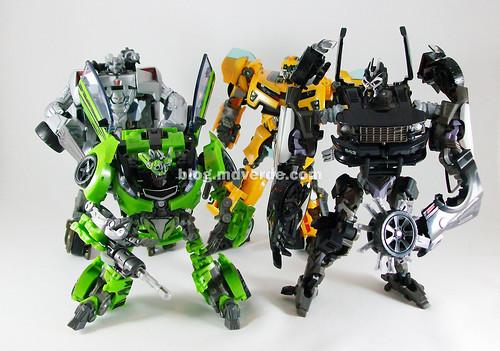 Transformers Barricade Human Alliance RotF vs Bumblebee, Skids & Sideswipe - modo robot