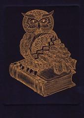 сова золото-синий 001 (tim.spb) Tags: original bird etching postcard small ornament owl plates desigh открытки графика малые символ сова aquafortis формы мудрости печатные ãðофорт