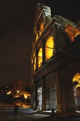 Men at The Colosseo (Zappa Photos) Tags: travel sunset rome roma colors blackwhite tramonto bn colosseum colori viaggi notte biancoenero sera santangelo colosseo domenica cittàeterna