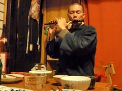 Masa joue de la flute