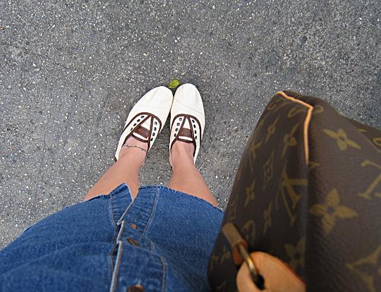 Toms Shoes Cordones+Louis Vuitton speeday+denim dress