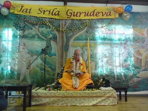 Indradyumna Swami Vyasa puja in UK 2010 -0008 por ISKCON desire  tree.